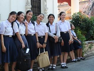Chiang Mai, Wat Chedi Luang, school girls
