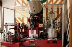 Cormeilles - La distillerie Busnel - Machine d'embouteillage La Girondine