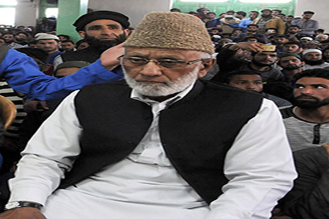 Sehrai Pays Tributes to Bandipora, Tral Martyrs