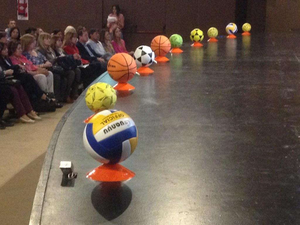 2018-10-31 DEPORTES: Entrega de kits deportivos en las escuelas