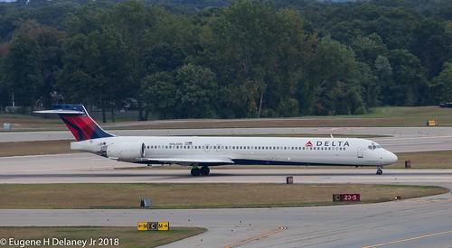 Delta Air Lines Inc, N962DN, 1999 McDonnell Douglas MD-90-30, MSN 53532, LN 2253, FN 9262