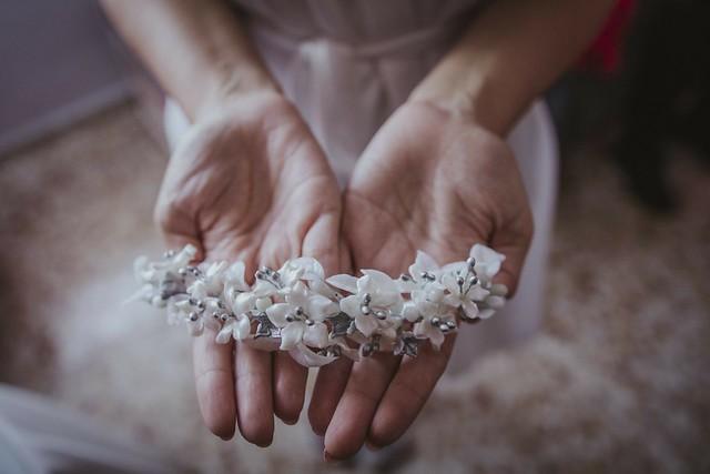 Ana-tiara-novia-blanca-y-plata