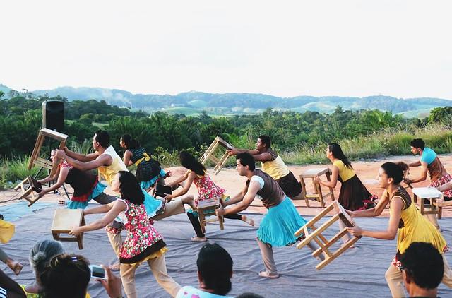 """O espetáculo """"Eu vim da Ilha"""" traz referências das comunidades ribeirinhas do São Francisco - Créditos: Cia Biruta"""