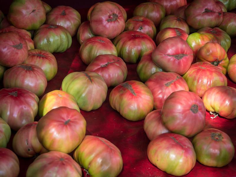 Tomates géantes... recadrage 43876081030_2e44527614_c