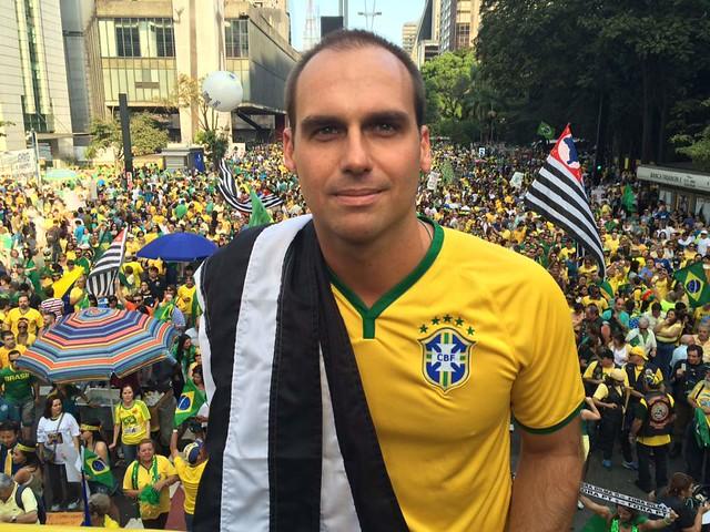 Filho de Bolsonaro ameaça entrar em guerra contra a Venezuela