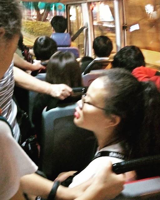20181103 一家子坐公車吃飯去 #一家子的旅行 #一家子快閃澳門 #一家子的冒險 #在28b公車上