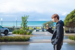 minhyun_with_ice_cream