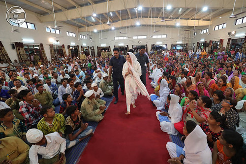 Arrival of Saguru Mata Ji in the Satsang Hall