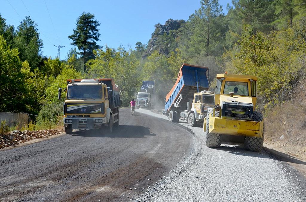Büyükşehir'den Toroslar'ın zirvesinde asfalt çalışması