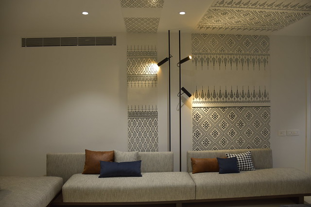 Modern Design Meets Traditional Mirror Art in This Bangalore Apartment