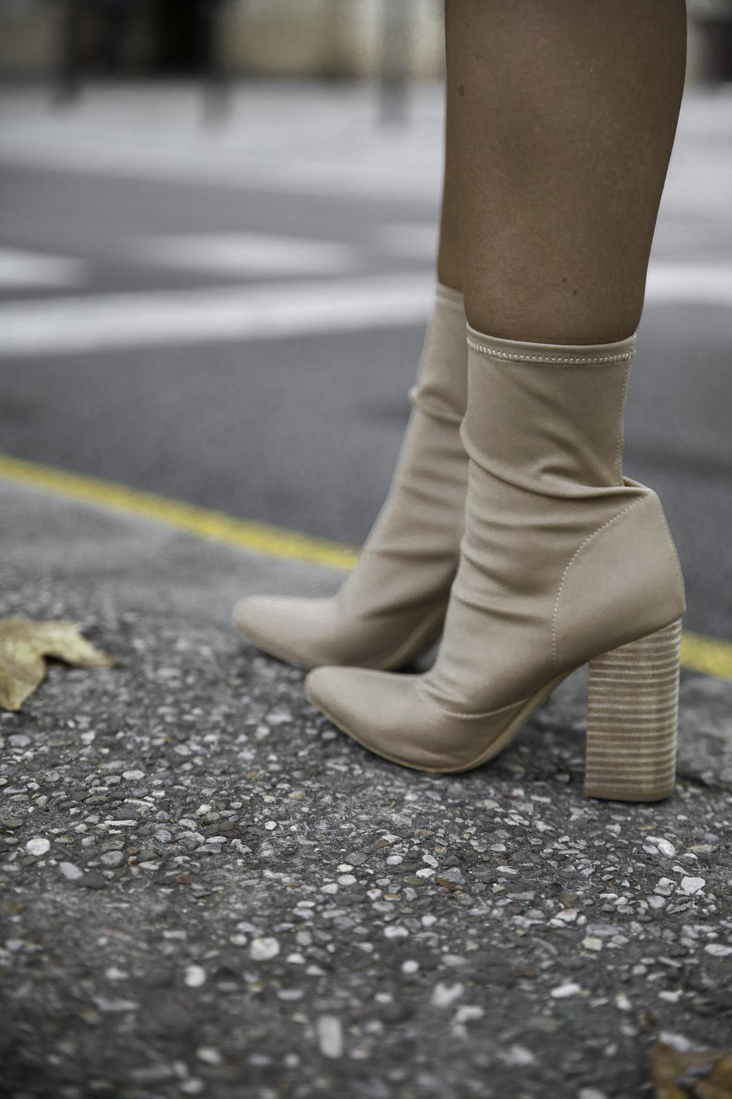 012_Como_combinar_un_cardigan_khaki_etnico_otoño_theguestgirl_rüga_laura_santolaira_influencer_embarazada_fashion_street_style_barcelona