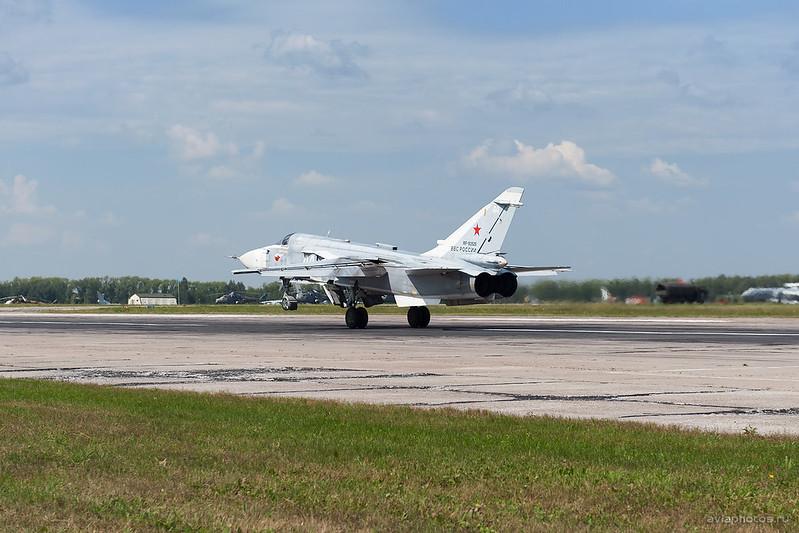 Sukhoi_Su-24M_RF-93525_44white_Russia-Airforce_167_D704770a