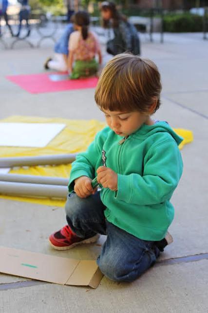 La escultora chilena Elvira Valenzuela realiza taller para niños en el Museo de Artes