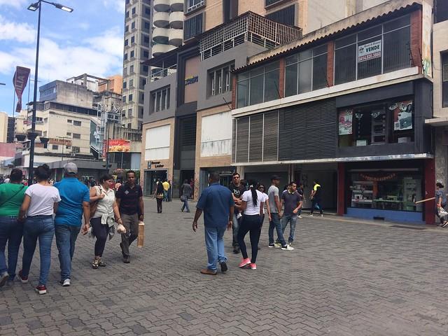 Economia venezuelana dá sinais de recuperação, mas sanções dos EUA impactam o país