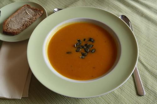 Kürbissuppe (abgeschmeckt mit Curry)