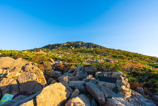 一合目、、、ここより蛇紋岩の岩登り