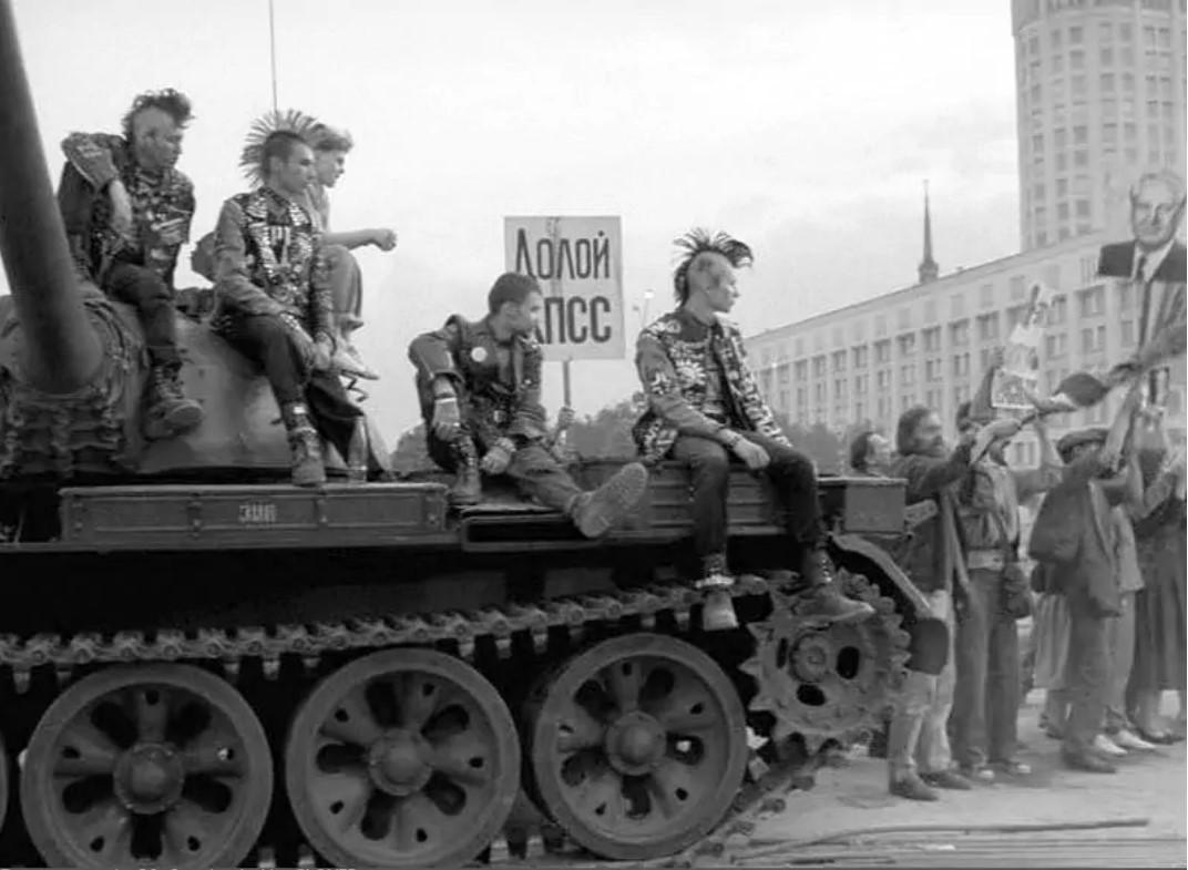 «Мы сядем на танки и поедем воевать...»