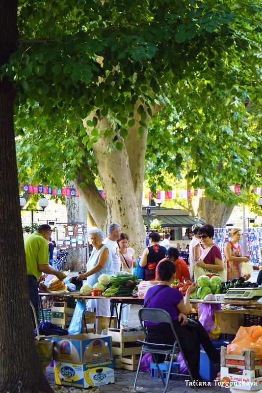 Вид на рынок в Требине