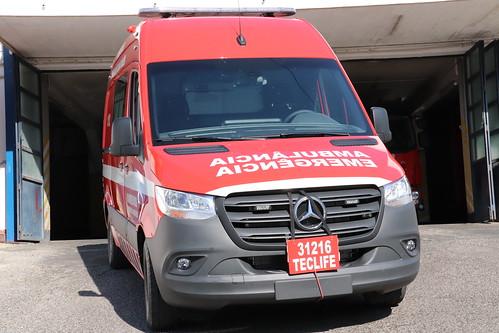 Ambulância Mercedes Sprinter 319 CDI para transporte urgente de doentes (3)