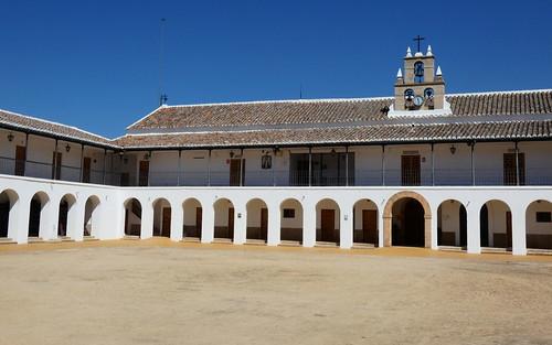Patio del Santuario de la Carrasca.