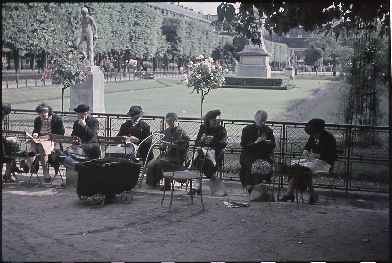 Париж под пятой оккупантов на фотографиях Андре Зукка. Часть 10. 1942. Париж, когда там война-9