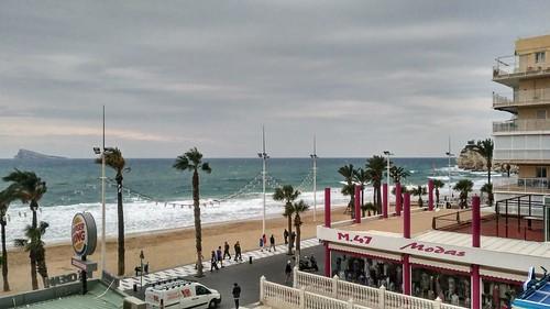 Fabulosas vistas al mar, muy soleado, cerca de todos los servicios y en pleno centro. Solicite más información a su inmobiliaria de confianza en Benidorm  www.inmobiliariabenidorm.com