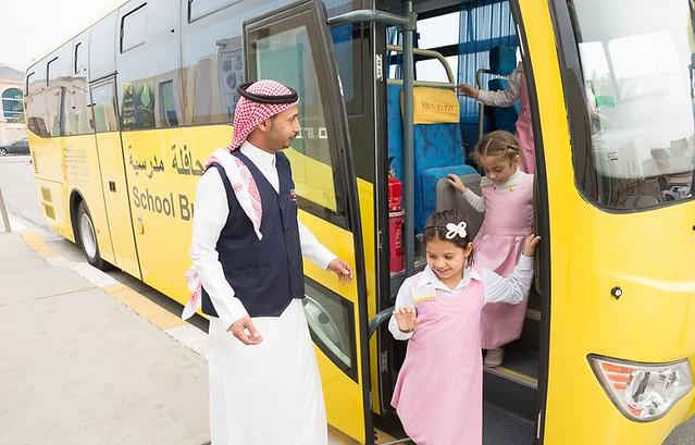 حافلات نقل مدرسي