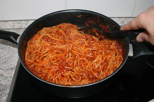 07 - Nudeln mit Sauce vermischen / Mix pasta with sauce