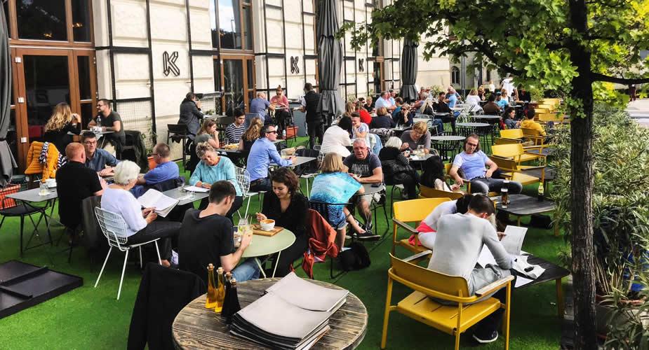 Terrasje pakken in Boedapest: Kiosk aan de Donau (foto met dank aan Kiosk) | Mooistestedentrips.nl