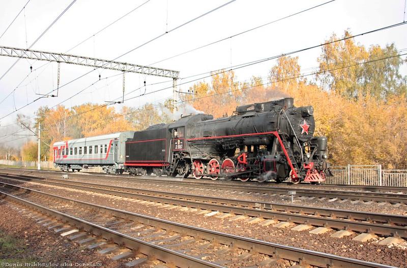 Паровоз Л-2057 с туристическим поездом.