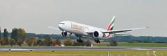 Emirates landing A6-EQL