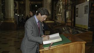 Ambassador Traina visits the National Library