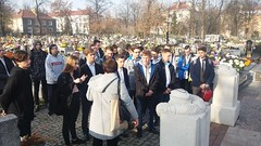 2018-11-09 Cmentarz wojenny nr 390 - wizyta klasy ID