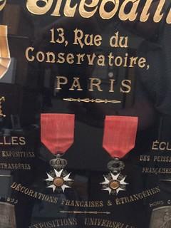 Le Médaillier Medal shield