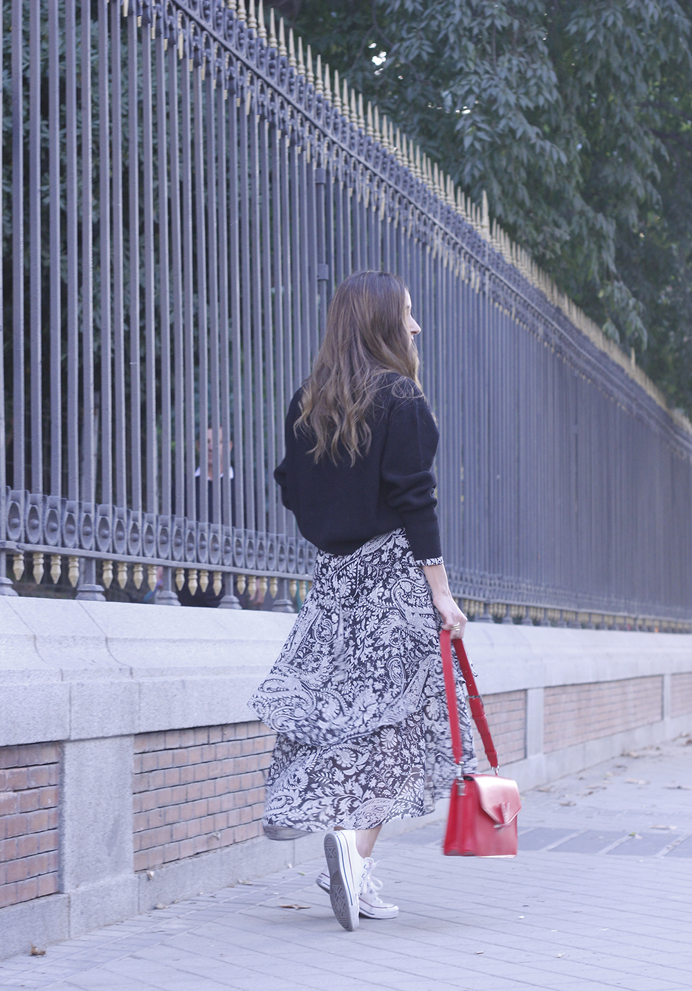 how to wear a midi dress with a sweater converse valentinobags street style casual outfit 20183277