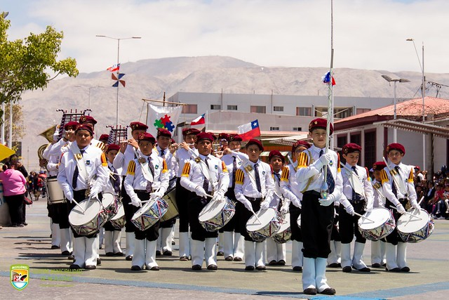 Más de 2 mil vecinos entre público, estudiantes, instituciones y organizaciones sociales participaron en desfile Cívico Militar.Fotos Claudio Avendaño
