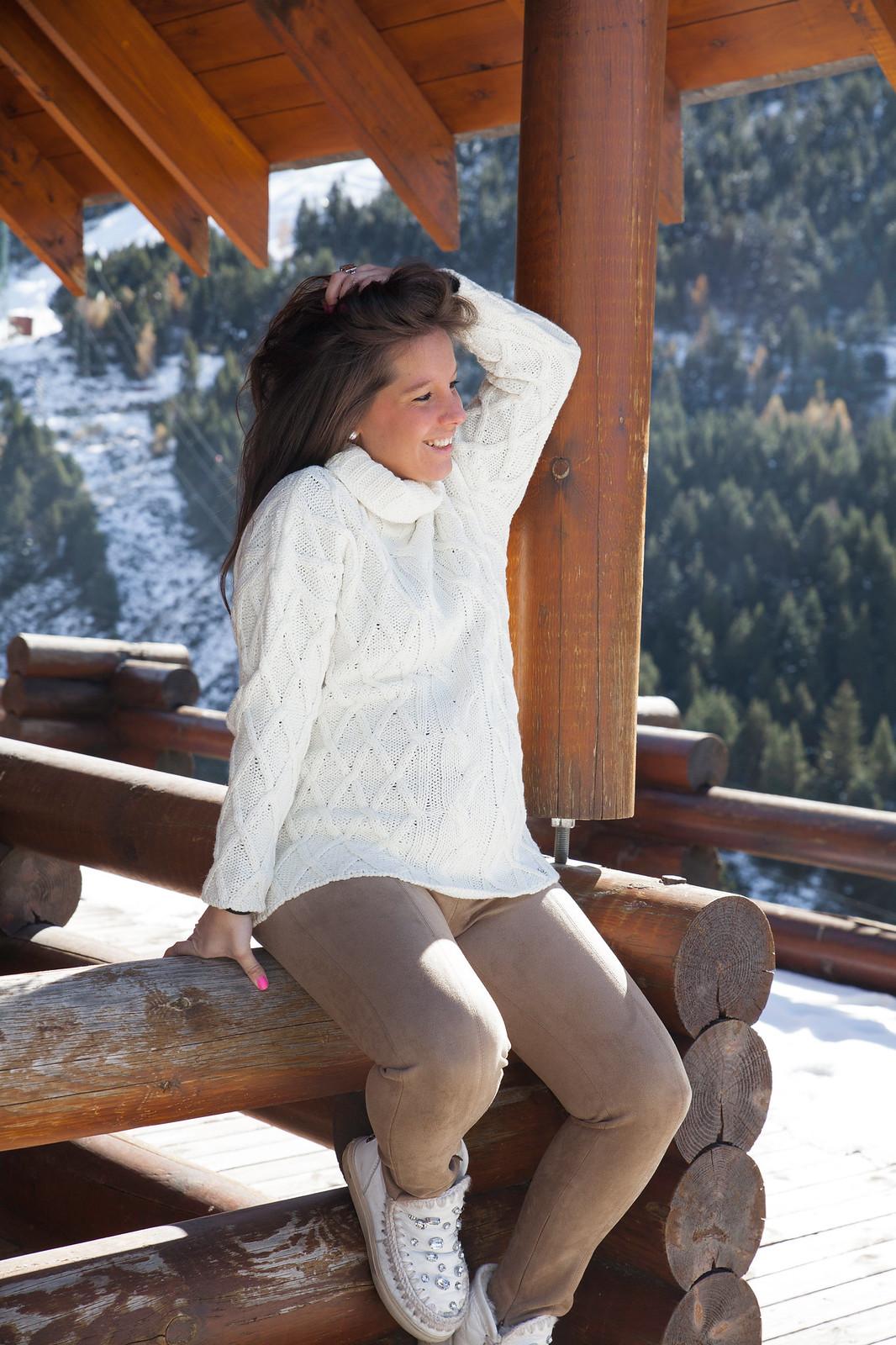 07_5_claves_para_un_look_apres_ski_tendencia_invierno_outfit_embarazada_comodo_nieve_theguestgirl_laura_santolaria_jersey_ochos_ruga_hpreppy