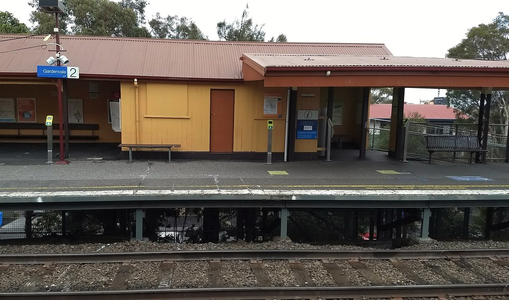 Gardenvale station. Additional Myki readers added along the platform