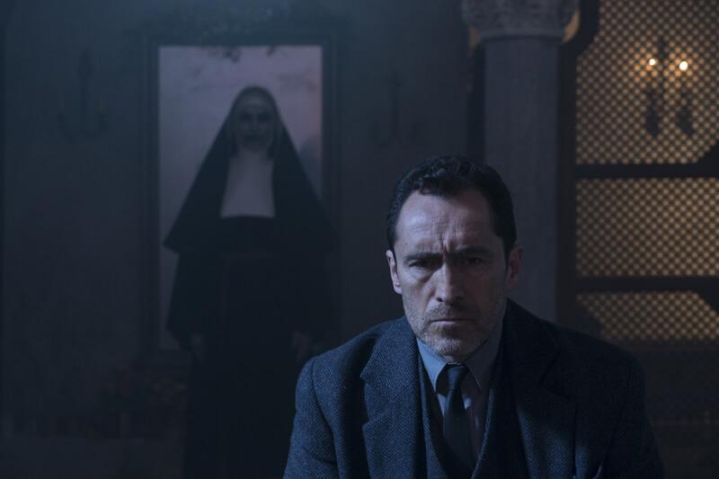 映画『死霊館のシスター』場面写真