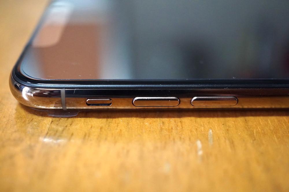 iPhoneXS Maxの左側