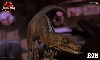 吐出舌頭的模樣實在很嚇人呀~~ Iron Studios《侏羅紀公園》迅猛龍 Velociraptors 1/10 比例全身雕像作品
