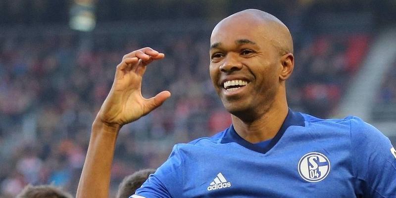 Naldo menandatangani perpanjangan kontrak Schalke