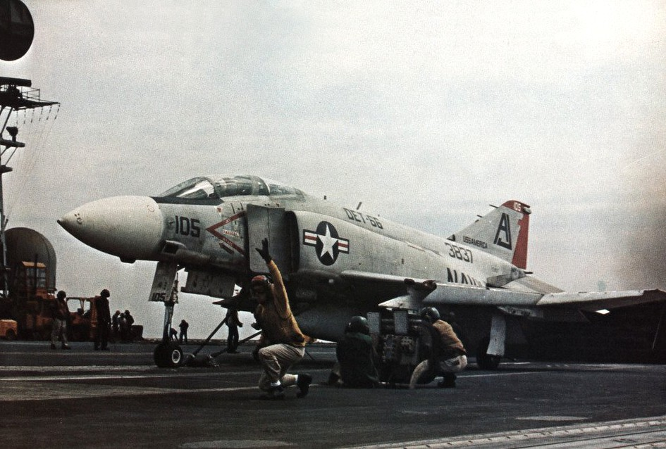 F-4J_of_VF-101_Det.66_is_launched_from_USS_America_(CVA-66)_in_1971