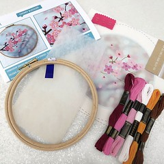 Each Oh Sew Bootiful Embroider Kits is packaged in a lovely kraft project box and contains: • A 6 inch wooden embroidery hoop • Pre – printed, 100% cotton fabric • Padding • A 'how to' guide from start to finish • Illustrated stitch instructions • 100% co