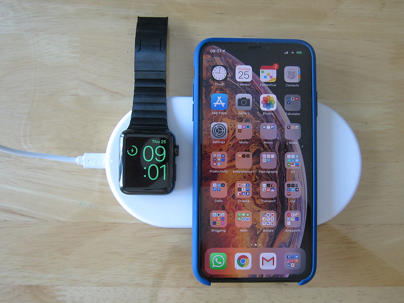 Funxim X8 - Charging Both iPhone XS Max and Apple Watch Series 3