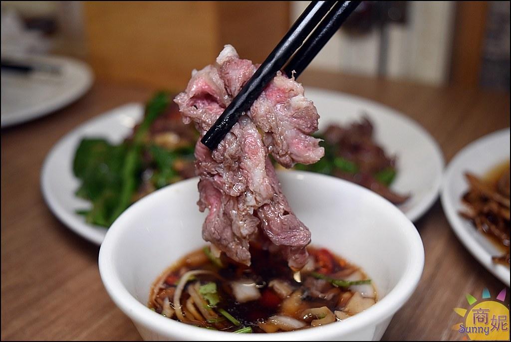 台中溫體牛肉鍋推薦。牛老大。新鮮現宰溫體牛5秒即涮銷魂美味 人氣爆棚平價就能吃到