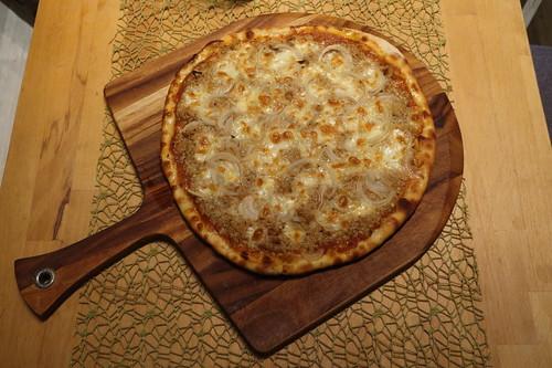 Pizza Tonno (frisch aus dem Pizzaofen)