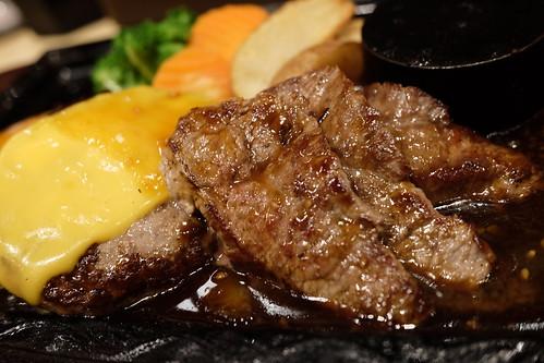 牛100%ハンバーグ170g+牛カットステーキ+100gチーズトッピング 肉処 牛和火 09