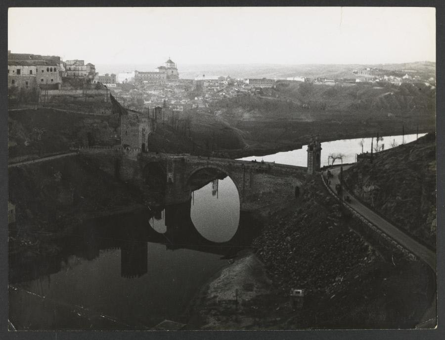 Puente de Alcántara. Fotografía de Yvonne Chevalier en 1949 © Roger Viollet