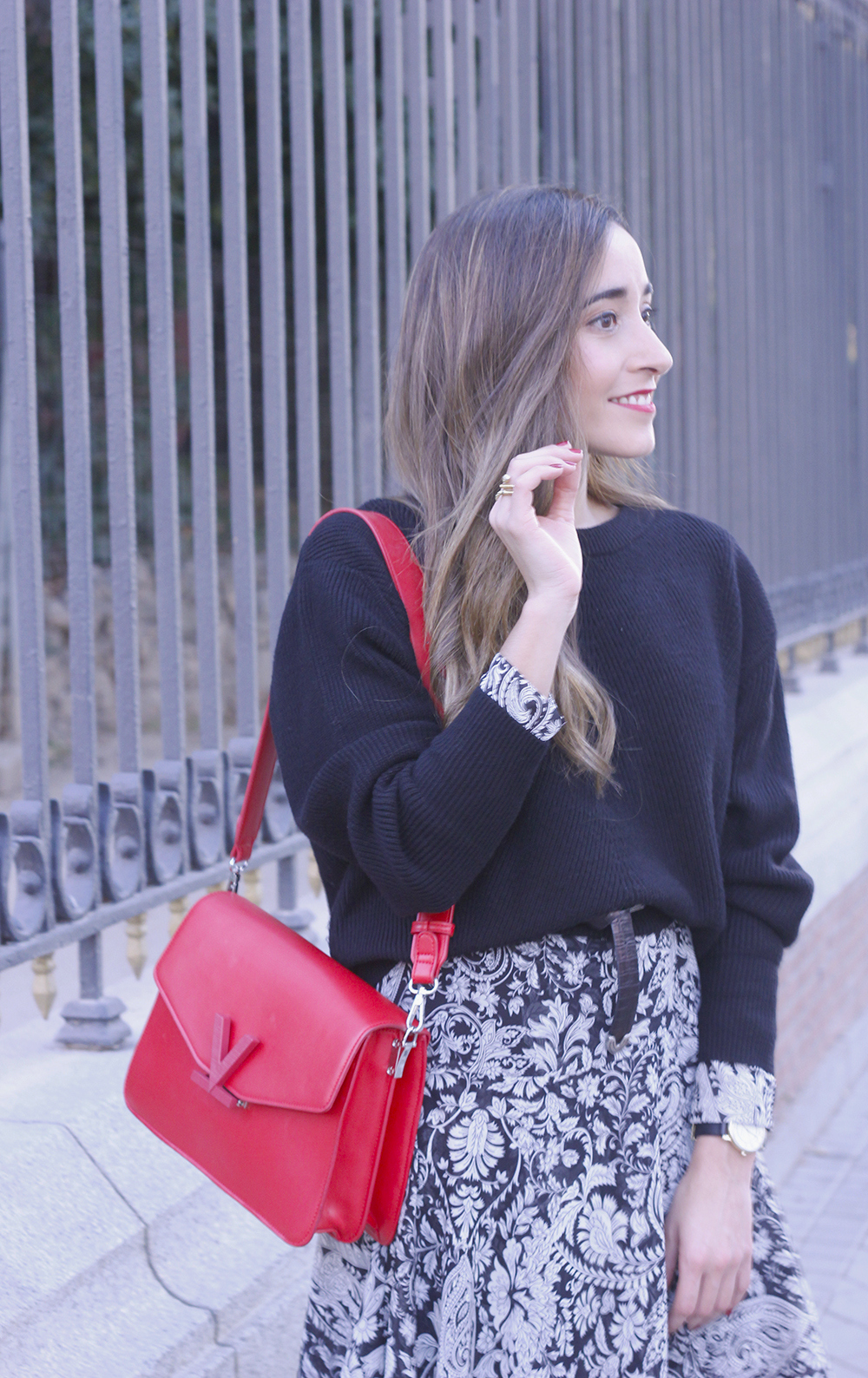 how to wear a midi dress with a sweater converse valentinobags street style casual outfit 20183385